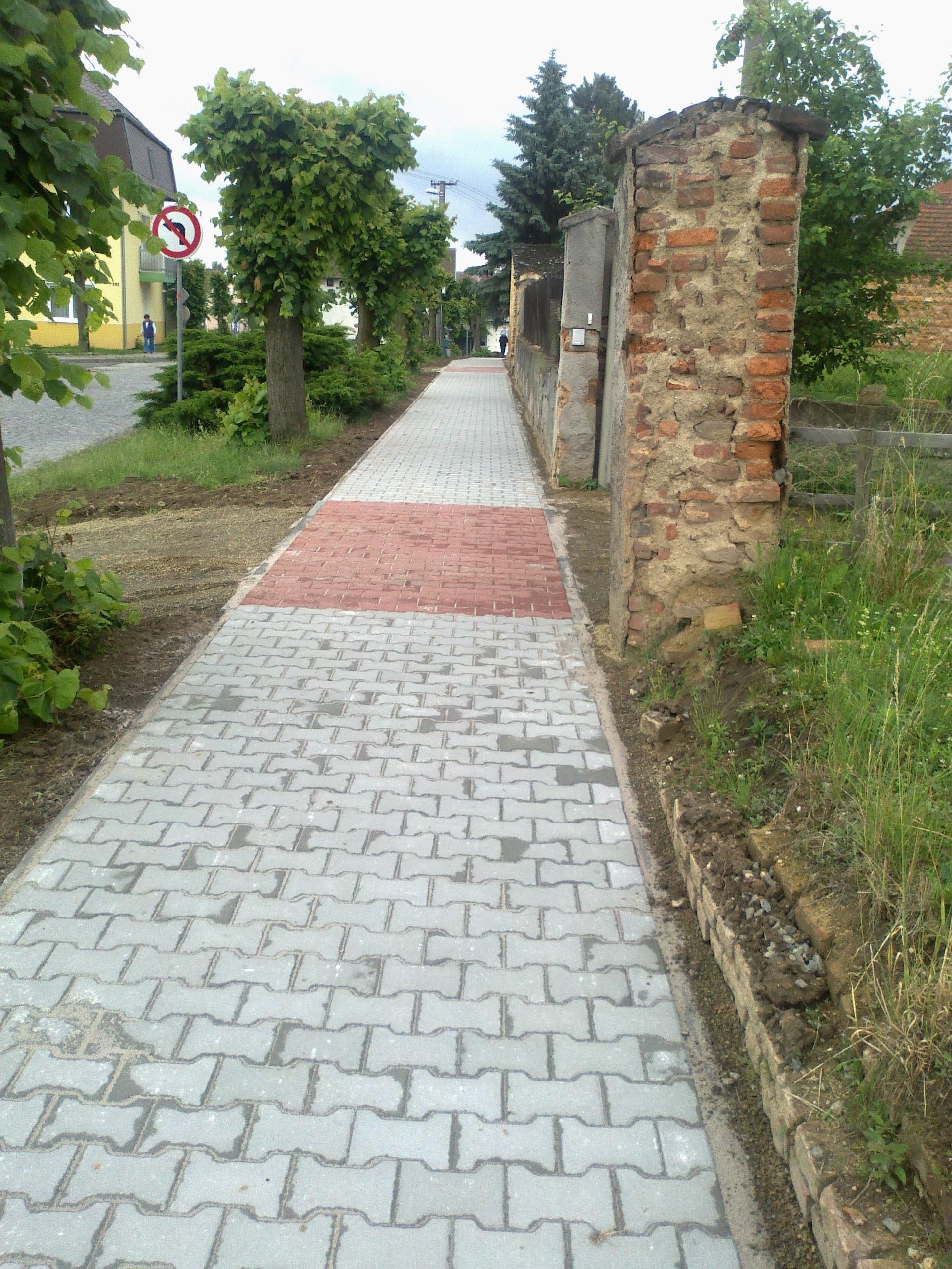Chodník - Vochov
