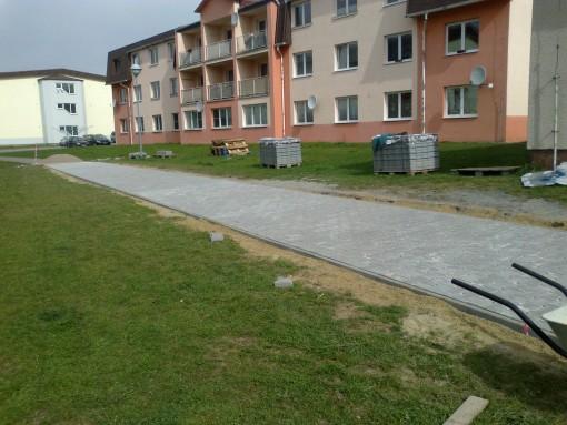 Chodník - Město Touškov